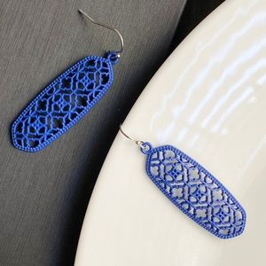 Jewelry - NEW Oval Filigree Earrings (dark blue)